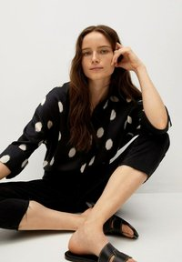 Mango - OVERSIZE  - Button-down blouse - svart - 4