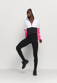 Pink Soda - TANISHA TAPE LEGGING - Medias - black - 1