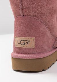 UGG - CLASSIC SHORT - Korte laarzen - pink dawn - 2
