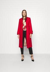 IVY & OAK - BELTED COAT - Classic coat - allure red - 1