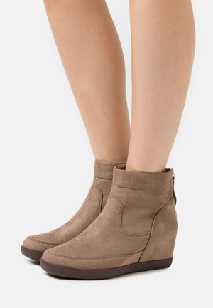 Wedge Ankle Boots - taupe
