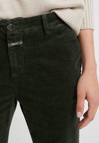 CLOSED - JACK - Trousers - caper green - 6