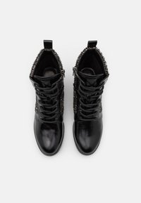 MICHAEL Michael Kors - BRONTE BOOT - Lace-up ankle boots - black/natural - 4