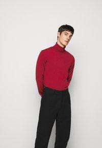 J.LINDEBERG - LYD - Stickad tröja - chili red - 3