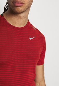 Nike Performance - TECH ULTRA LAUFSHIRT HERREN - T-shirts print - chile red - 3