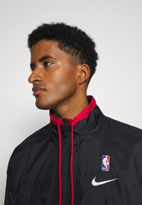 Nike Performance - NBA CITY EDITION TRACKSUIT - Tracksuit - black/rush blue/university red - 5