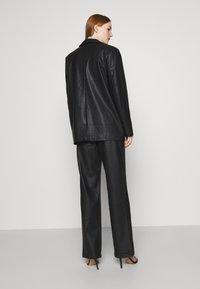 NA-KD - MATIAMU BY SOFIA - Short coat - black - 2
