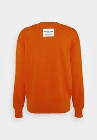 Marc O'Polo - OVERSIZED, LONG SLEEVE, HIGH NECK, PLACED PRINT - Sweatshirt - pumpkin orange - 1