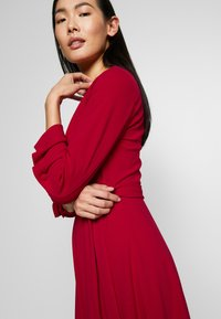 DKNY - RUCHED COVERED BUTTON SLEEVE FAUX WRAP FIT & FLARE - Jersey dress - scarlet - 3