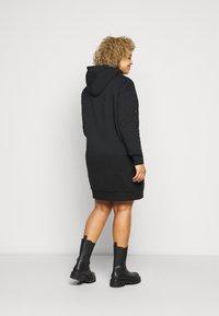 Calvin Klein Jeans Plus - ECOCK LOGO HOODIE DRESS - Day dress - black - 2