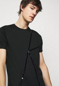 KARL LAGERFELD - CREWNECK - Print T-shirt - black - 4