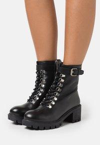 Les Tropéziennes par M Belarbi - ZARAFA - Platform ankle boots - noir - 0