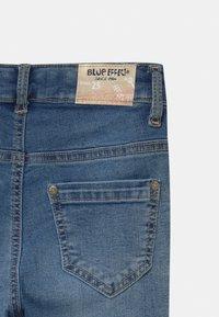 Blue Effect - GIRLS HIGH WAIST CROPPED ULTRASTRETCH KNEE CUT OPEN SEAM - Jeans Skinny Fit - medium blue - 2
