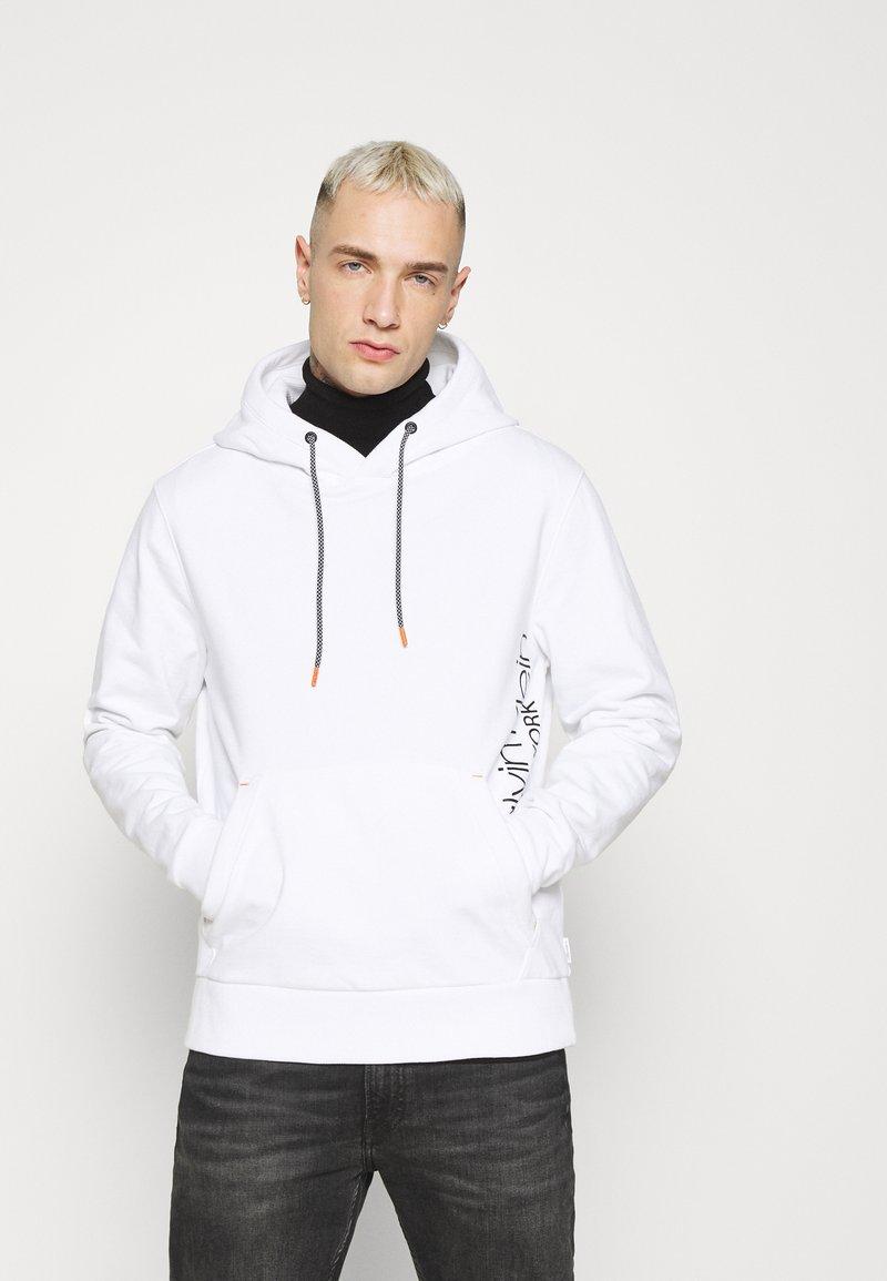Calvin Klein - VERTICAL SIDE LOGO HOODIE - Sweat à capuche - white