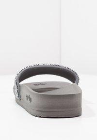 flip*flop - POOL METALLIC CRACKED - Mules - steel - 4
