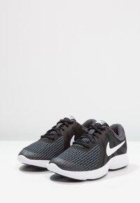 Nike Performance - REVOLUTION 4 - Neutral running shoes - black/anthracite/white - 2
