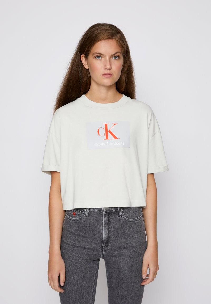 Calvin Klein Jeans - BOXY ROLL UP SLEEVE TEE - Print T-shirt - stone grey