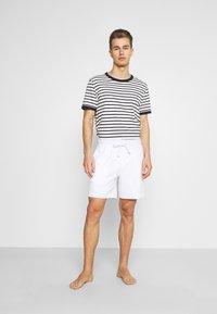 Hollister Co. - LOUNGE BOTTOM OTTOMAN SHORTS - Pyžamový spodní díl - white - 1