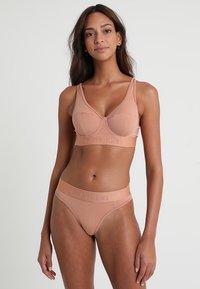 Calvin Klein Underwear - LINED BRALETTE - Kaarituettomat rintaliivit - beige - 1