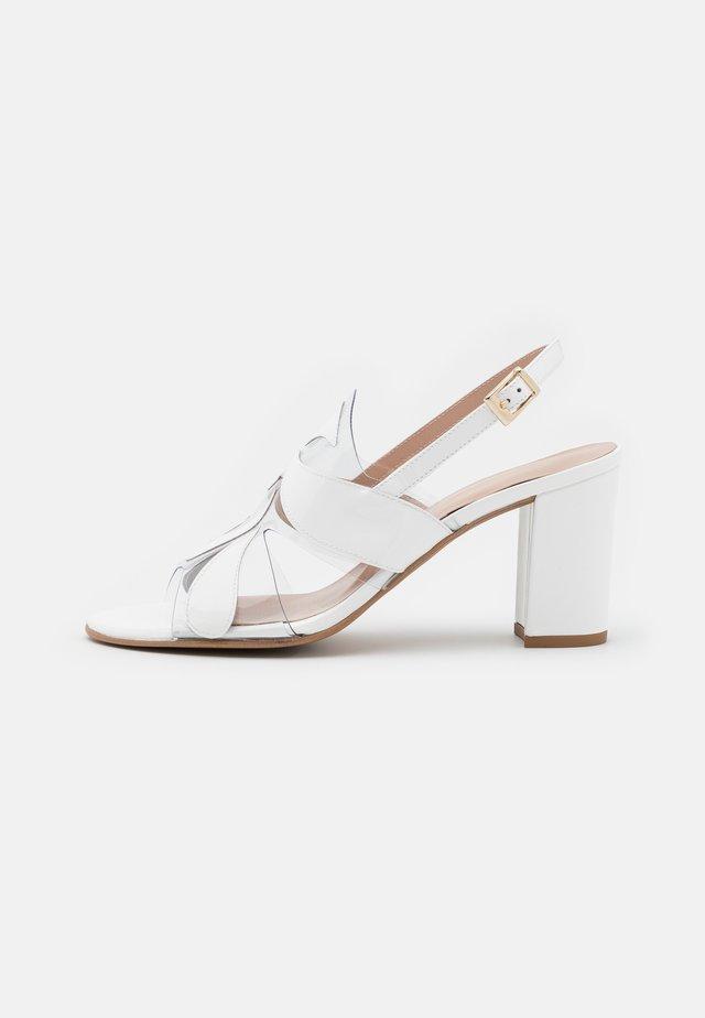 PORTU - Sandaalit nilkkaremmillä - white