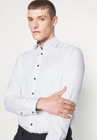 OLYMP Luxor - LUXOR MODERN FIT NEW KENT - Skjorte - weiss - 3