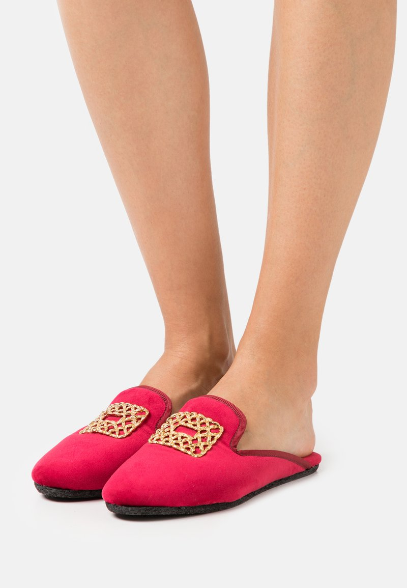 Chatelles - Slippers - red rose