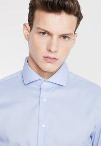 Seidensticker - SLIM SPREAD KENT PATCH - Formal shirt - hellblau - 3
