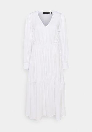 KIRA X NU - IN V NECK FLOWY MIDI DRESS - Day dress - white