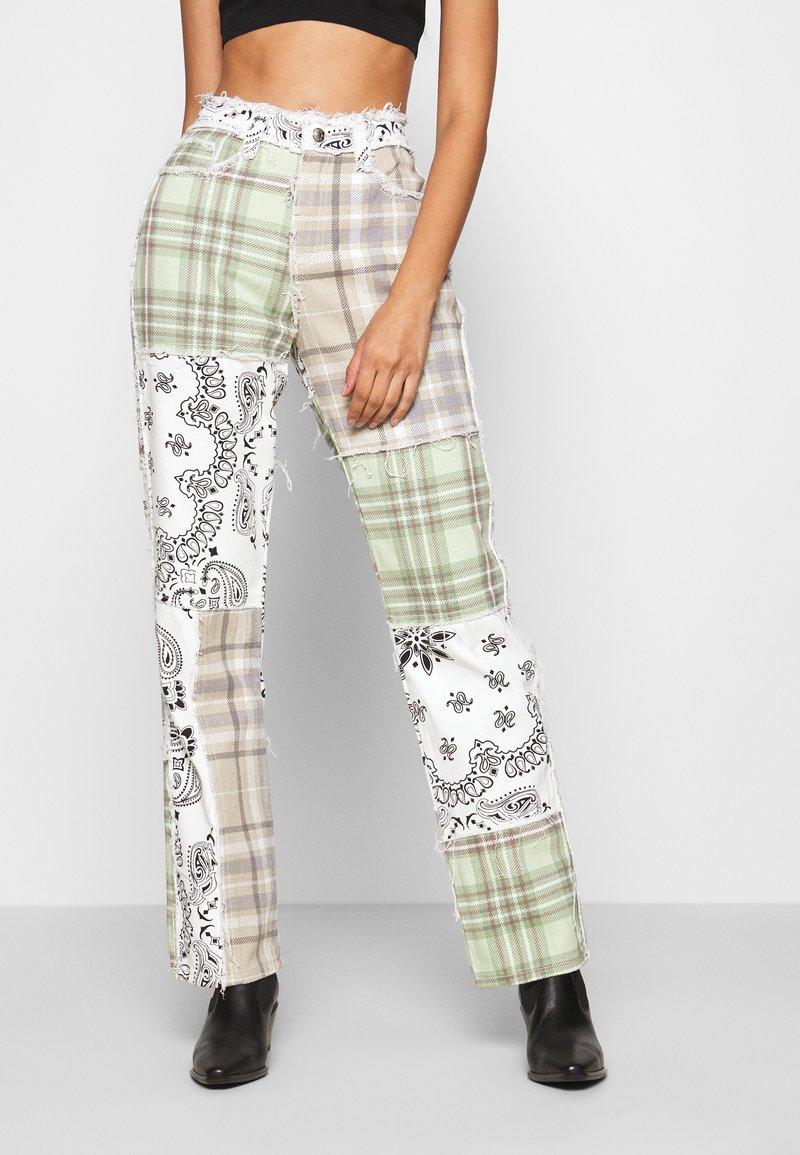 Jaded London - PATCHWORK BANDANA BOYFRIEND FIT - Jeans slim fit - multicolor