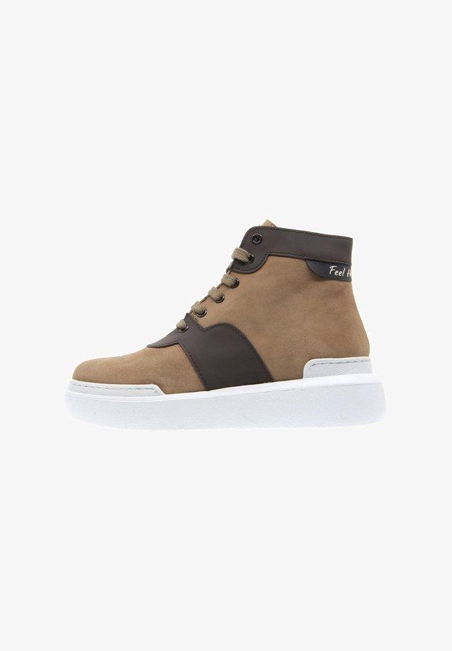 Sneakers alte - camel