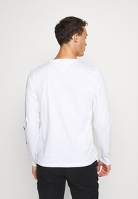 Tommy Hilfiger - SIGNATURE SLEEVE TEE - Long sleeved top - white - 2