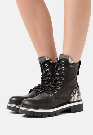 PAMELA HEGON - Lace-up ankle boots - black/silver
