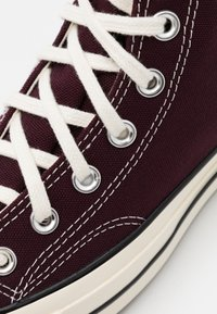 Converse - CHUCK TAYLOR ALL STAR 70 UNISEX - High-top trainers - black currant/egret/egret - 5