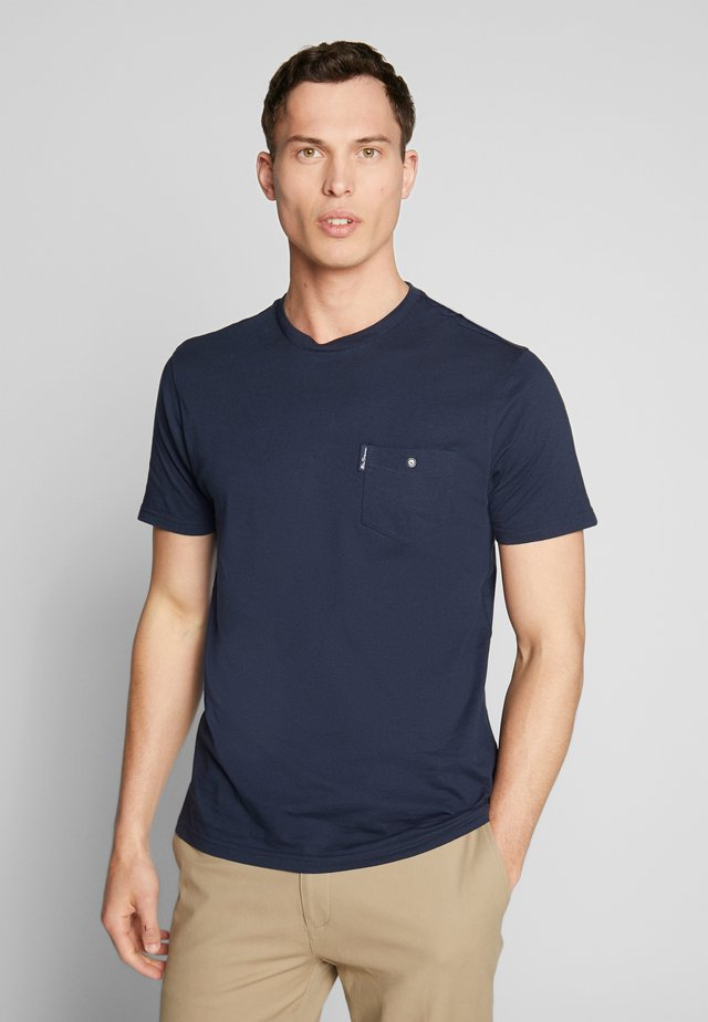 SIGNATURE TEE - T-shirt - bas - dark navy