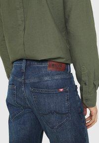 Mustang - OREGON  - Jeans Tapered Fit - denim blue - 4