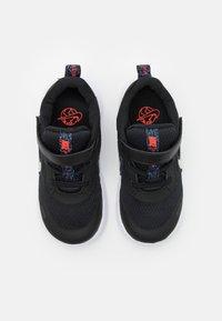 Nike Performance - REVOLUTION 5 UNISEX  - Hardloopschoenen neutraal - black/white/bright crimson - 3