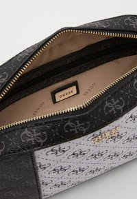 Guess - KAMRYN CROSSBODY TOP ZIP - Across body bag - coal/multi