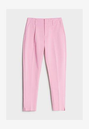 MIT BUNDFALTEN - Chino - pink