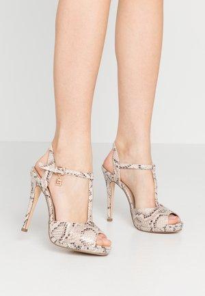 Sandales à talons hauts - beige