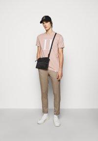 Les Deux - ENCORE  - T-shirts med print - dusty rose - 1