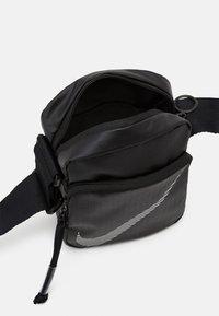 Nike Sportswear - HERITAGE - Taška spříčným popruhem - black - 2