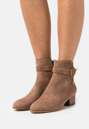 BRITTON  - Classic ankle boots - dark caramel