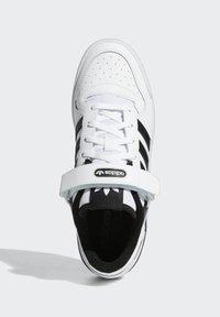 adidas Originals - FORUM LOW UNISEX - Sneakersy niskie - white/core black - 1