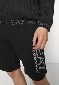 EA7 Emporio Armani - Kevyt takki - black - 5