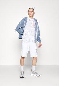 EA7 Emporio Armani - Shorts - white - 1