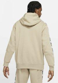 Nike Sportswear - HOODIE  - Luvtröja - khaki - 2