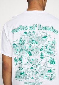 Vintage Supply - PARKS OF LONDON GRAPHIC TEE - T-shirt imprimé - white - 5