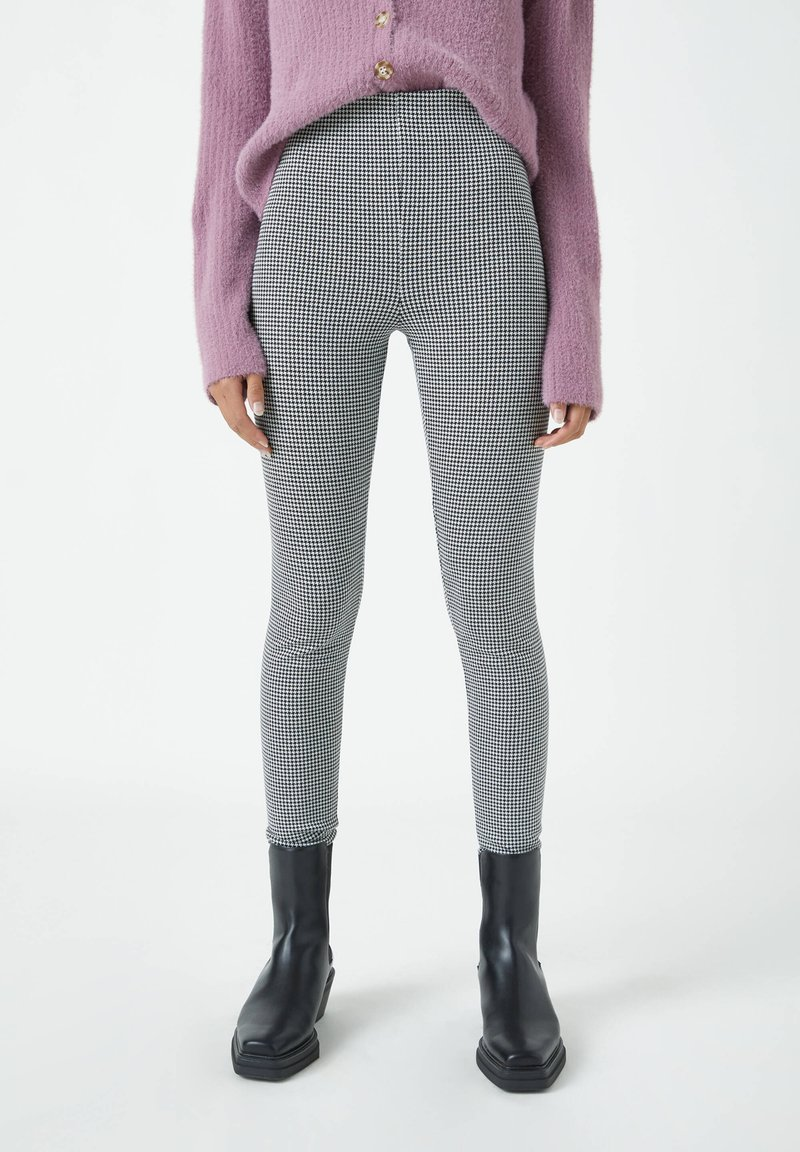 PULL&BEAR - MIT HAHNENTRITTMUSTER - Leggings - Trousers - dark grey