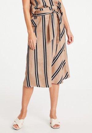 MIT STREIFENDESSIN - Wrap skirt - sahara schwaroffwhite streifen