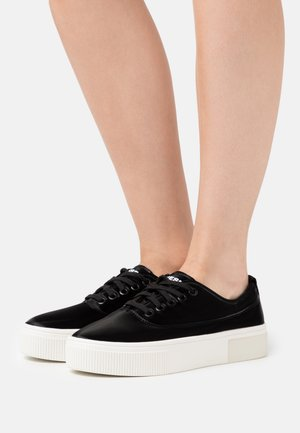 VANEELA S-VANEELA LOW SNEAKERS - Trainers - black